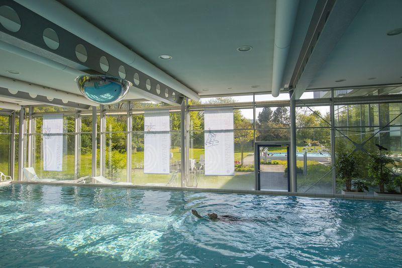 Schwimmbecken Vinzenz Therme Bad Ditzenbach